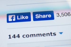 Fra gli elementi per aumentare la visibilità dei post su Facebook: la reazione degli amici