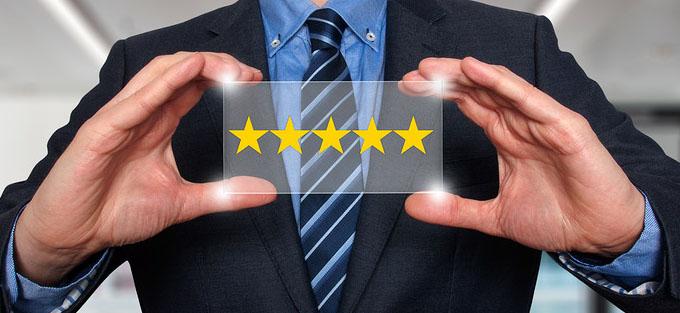 Le recensioni vanno sempre inserite: in basso, con il voto ben visibile. Per i social, date la possibilità di condividere l'esperienza di acquisto