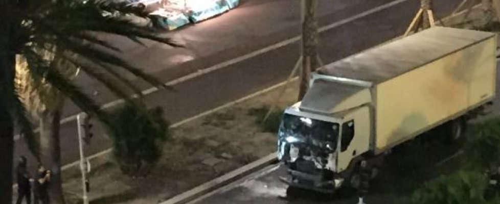 Il camion dell'attentato a Nizza