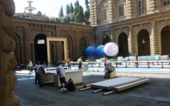Firenze: palloni rosa e tavolate, ora il cortile di Palazzo Pitti ospita anche un addio al celibato