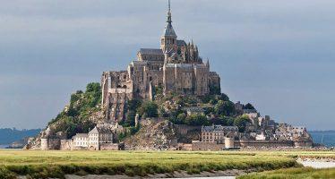 Evacuato Mont Saint Michel, è allarme terrorismo. Caccia all'uomo
