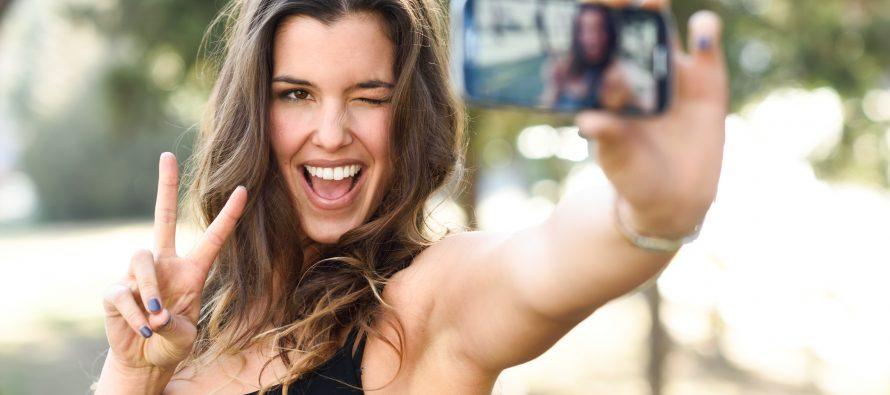 I selfie sexy possono essere redditizi, ma fanno comandare gli uomini