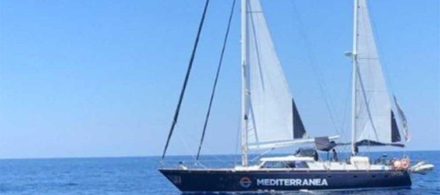 La nave Alex di Mediterranea in arrivo a Lampedusa