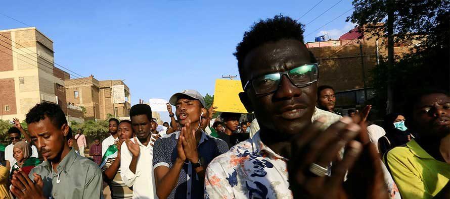 I manifestanti nel Sudan orientale chiedono di sciogliere il governo