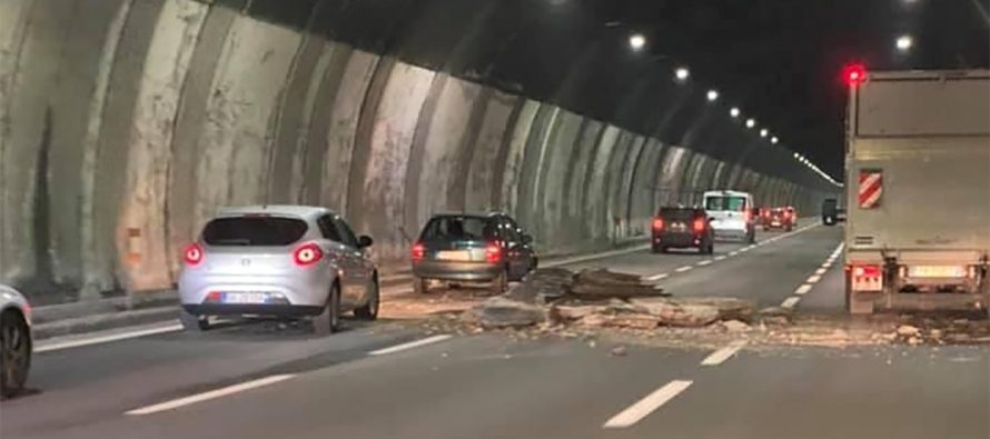 Genova, crollo A26: cadute più di due tonnellate di macerie