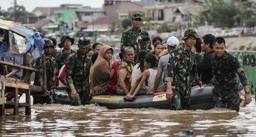 Inondazioni in Indonesia migliaia di senzatetto