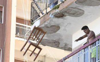 """Focolaio di Mondragone. La protesta dei residenti nella """"zona rossa"""""""