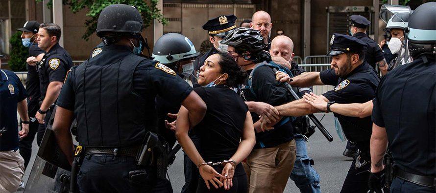 George Floyd: la brutalità della polizia sconvolge gli Stati Uniti