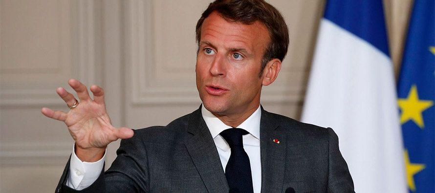 Macron in bilico tra destra e sinistra