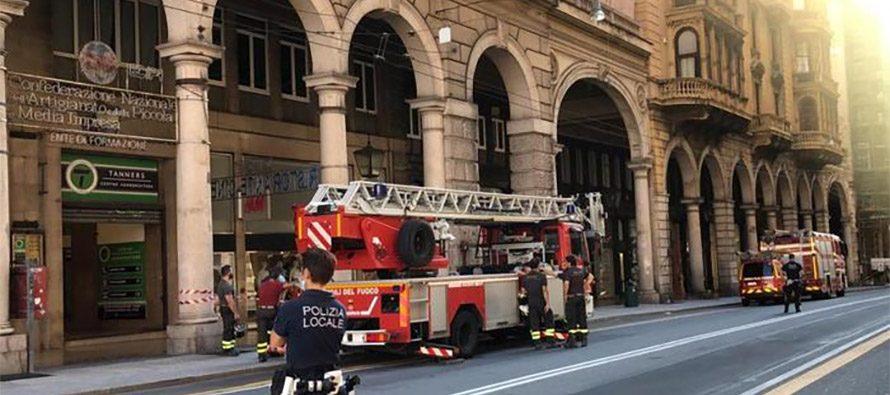 Genova: Via XX Settembre. Cadono calcinacci