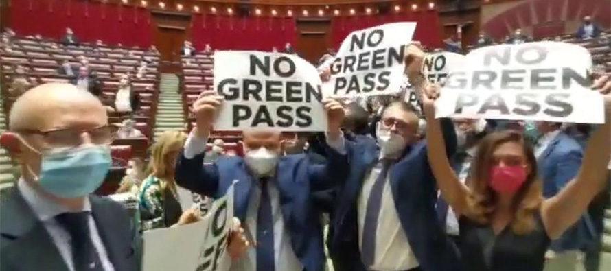 Camera, Fratelli d'Italia protesta contro il Green Pass